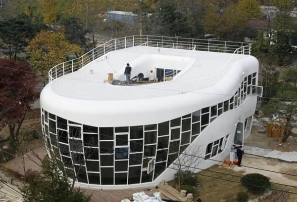 """全球""""最奇葩""""的16个房子设计"""