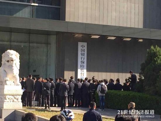 现场!中国银行保险监督管理委员会挂新牌