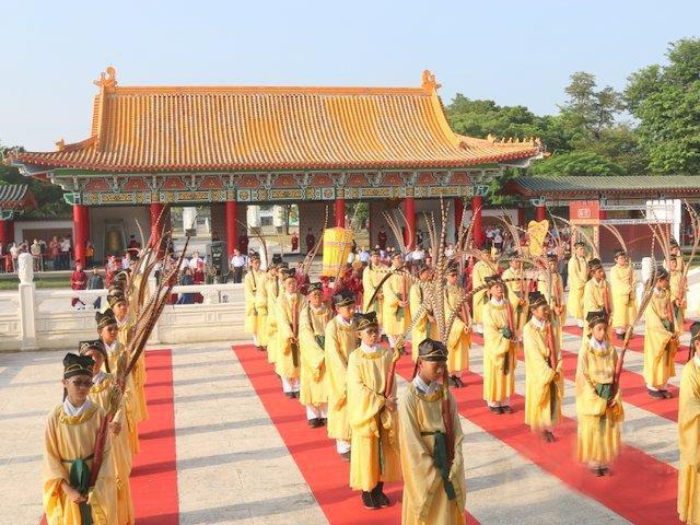 台湾高雄举行祭孔大典 民进党籍正副市长缺席