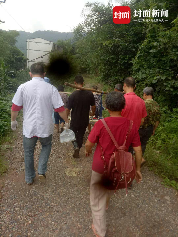 2.3米高的路障拦住救护车 村民拒不开锁被拘留5日