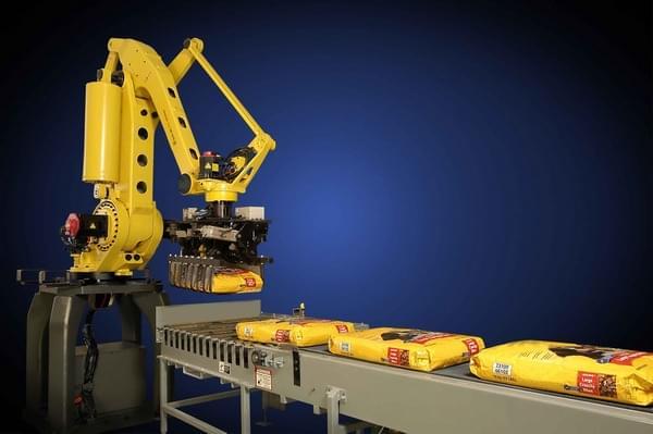 成本下降、技术升级 工业机器人将普及的照片