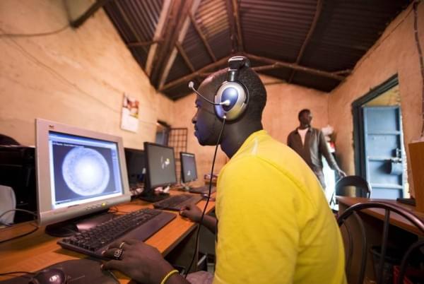 揭秘非洲网吧:1小时2美元 开网页需五六分钟的照片 - 8
