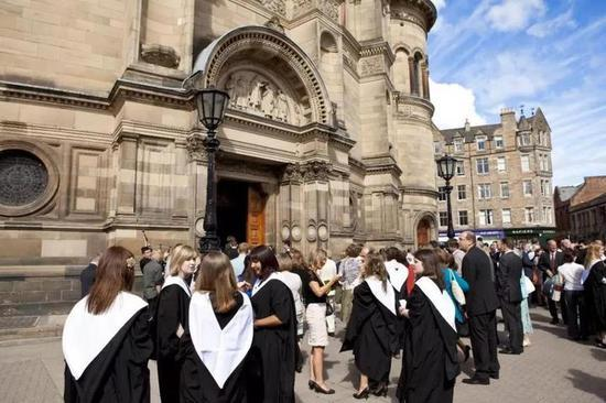 重磅消息:英国大学一等学位要被收紧