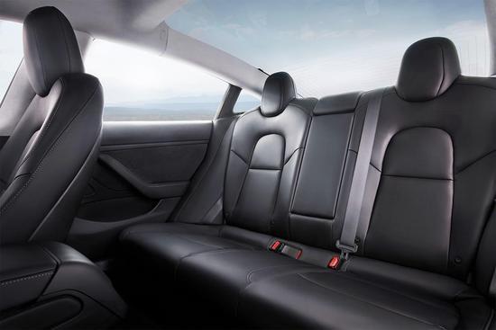 特斯拉第一批Model 3为自动驾驶连仪表盘不要了