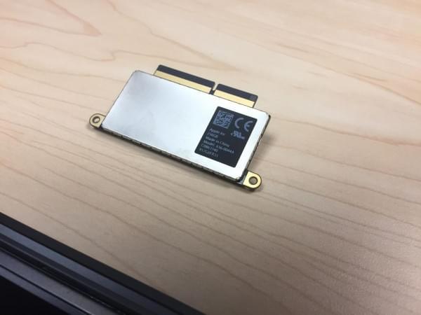 无Touch Bar版全新MacBook Pro拆解:SSD可更换的照片 - 12