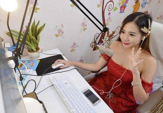 女学生做网络主播套路有多深?土豪刷210万要求上床