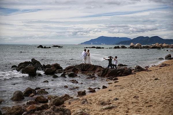 海南三亚要求婚纱摄影等机构加强产品明码标价公示