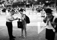 衢州一小学校长连续9年在校门口迎接学生