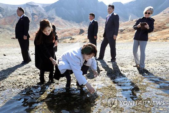 文在寅:相信韩国民众游览白头山时代即将到来