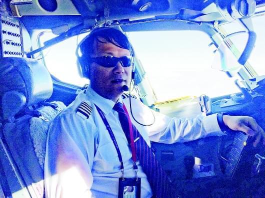 当飞行成为一种习惯  他飞行时长16000小时