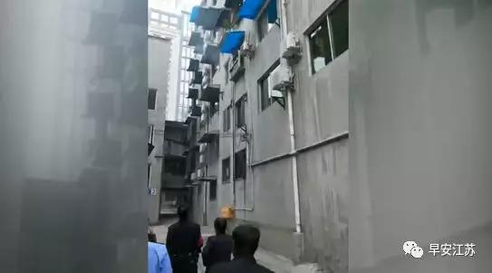 南京警察探亲时遇突发火情 徒手爬三楼翻窗灭火