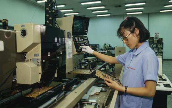 三星芯片业务历史:李健熙40年前力排众议建立