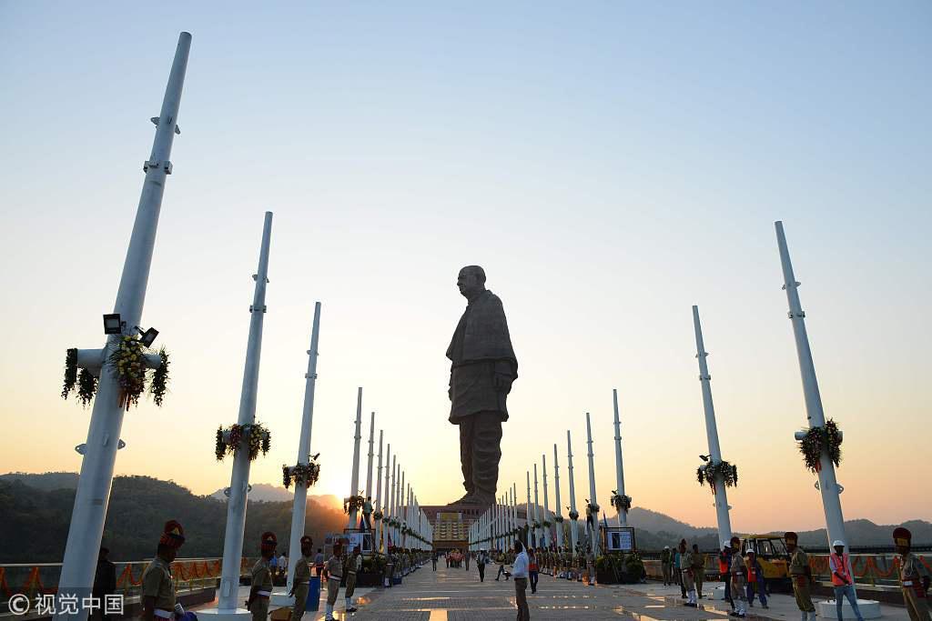 """印度""""全球最高雕像""""将揭幕耗资28亿 民众组织抗议"""