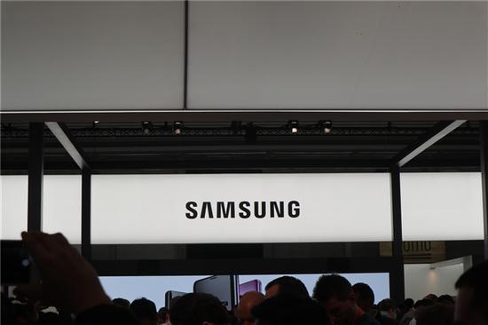 外媒称 三星启用Galaxy R系列:首款机型搭载骁龙450