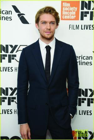 乔·阿尔文的新片《宠儿》上周在纽约首映,正在巡演中的霉霉也特地抽出时间,低调捧场。