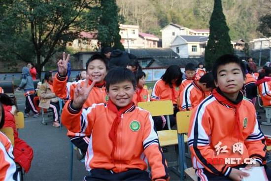 温暖上学路--焕爱v仪式第二季举行仪式捐赠仰长沙天湖小学图片