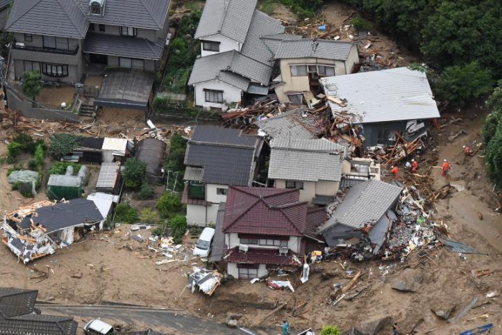 日本大雨成灾致70人遇难 安倍因这事被批应对不力