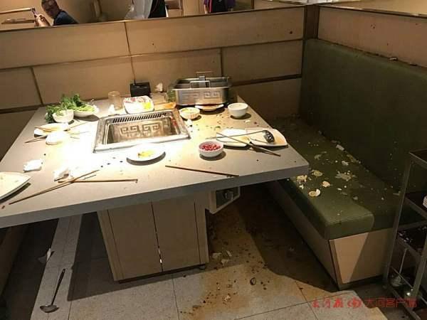男子饭店遭殃及被火锅汤浇头背部中刀 嫌犯已自首