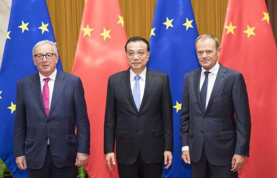 7月16日上午,国务院总理李克强在北京同欧洲理事会主席图斯克、欧盟委员会主席容克共同主持第二十次中国欧盟领导人会晤。(图片源自中国政府网)