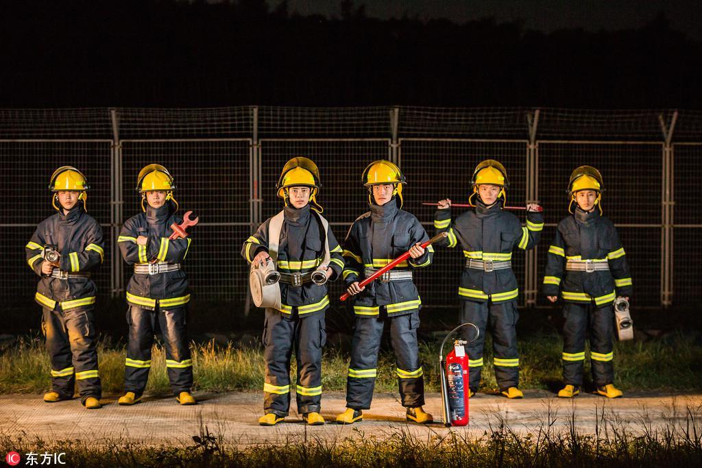 世上从此再无消防兵:消防职业化,到底怎么改?