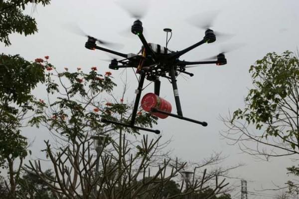 无人机被改形成灭火弹