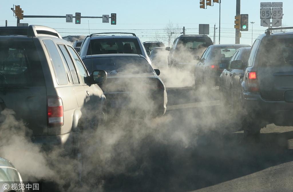 资料图:汽车尾气排放.图自视觉中国