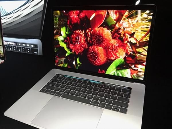 全新MacBook Pro评测:Touch Bar是亮点 但需要习惯的照片 - 3