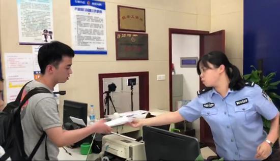 高考生丢身份证求助民警,3分钟获临时证明
