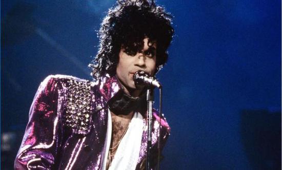 Prince生前搁浅自传终完成 出版商计划年内出版