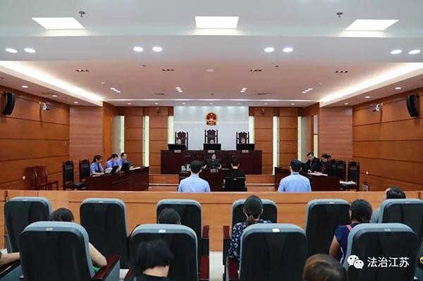 大学生贩卖淫秽物品获利300元获刑8年 再审改判3年