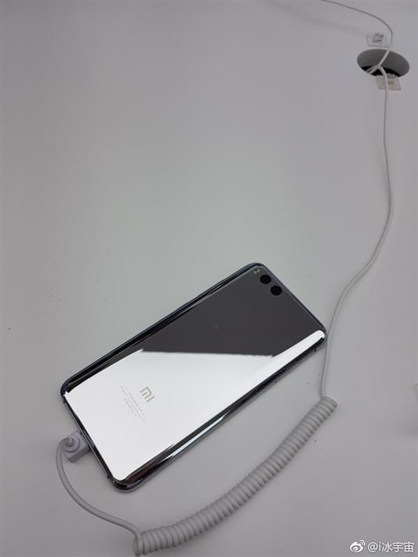 小米6亮银版真机:能当镜子照的照片 - 5