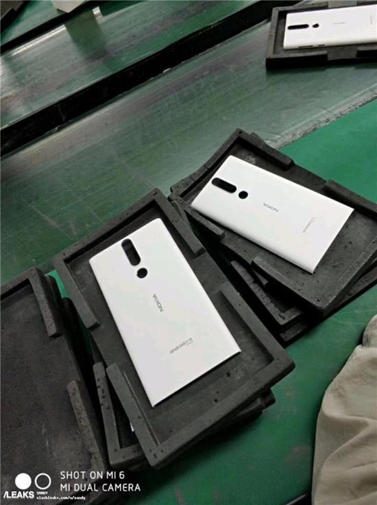 诺基亚Android One新机谍照:Lumia既视感
