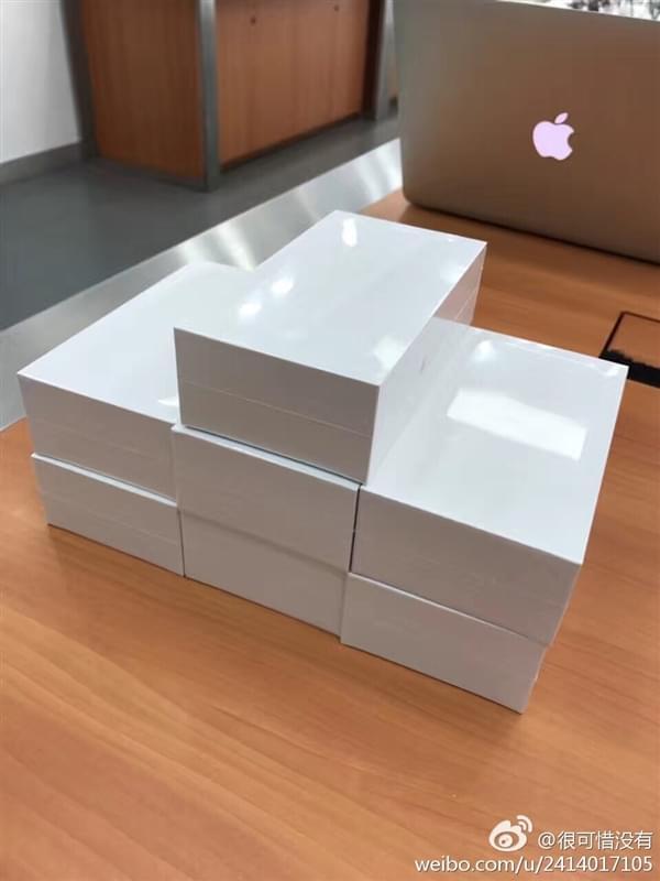 3399元 苹果新廉价iPhone现身:即将发货的照片 - 3