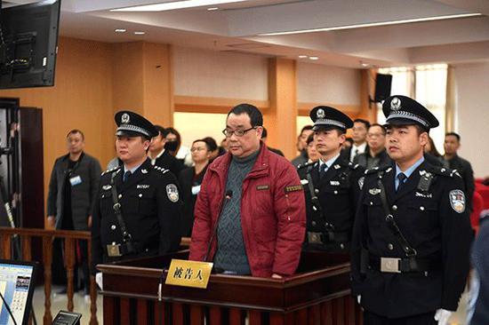 丈夫获无期13年后 外逃女贪官被没收23套上海房产