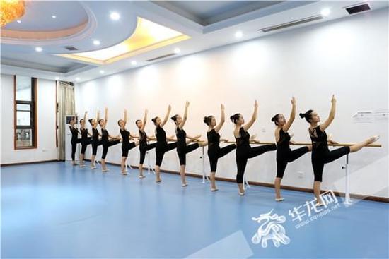 2018年重庆艺术高考攻略系列报道 舞蹈:考前要继续控制体型 结合自己优势选择校考
