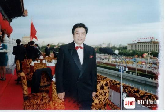 能登上天安门城楼上主持国庆活动的,在央视至今,也只有赵忠祥
