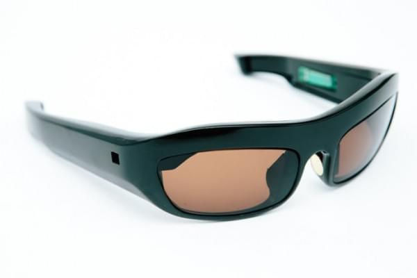 英特尔在巴黎时装周发布可用于测量压力的智能眼镜和皮带的照片 - 4