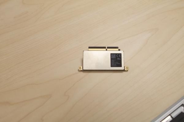 无Touch Bar版全新MacBook Pro拆解:SSD可更换的照片 - 9