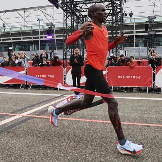 耐克花大力气想让人在2小时里跑完马拉松 到底图啥