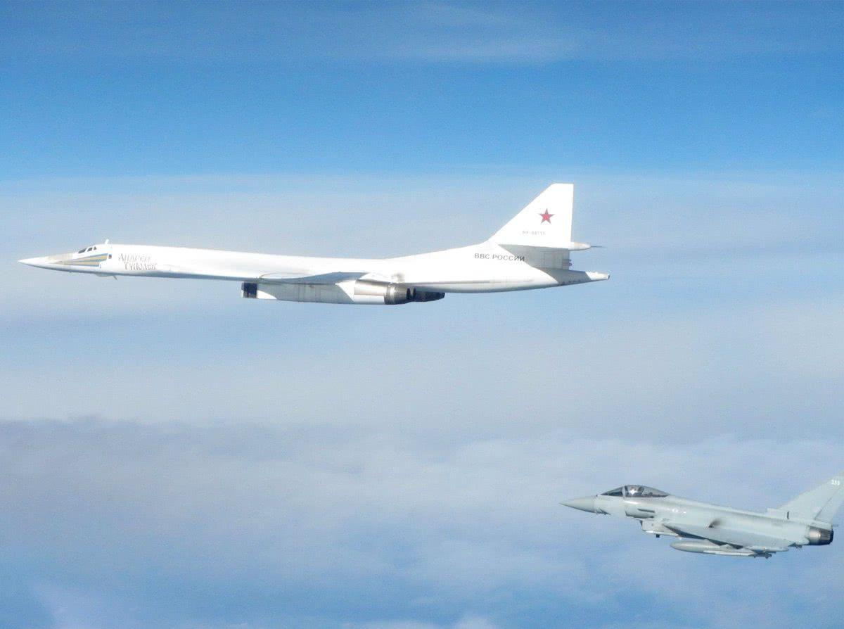 俄军战略轰炸机又有大动作 英法战机紧急出动