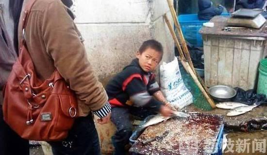 网红苏州杀鱼弟喝百草枯自杀 疑与家人发生争执