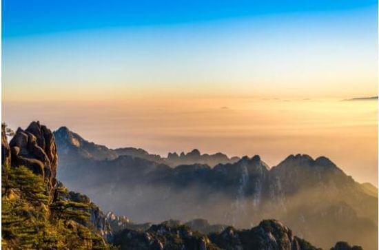 """在黄山风景区还将举办""""洋眼看黄山""""摄影活动,而""""洋人仙山打太极"""",无人"""