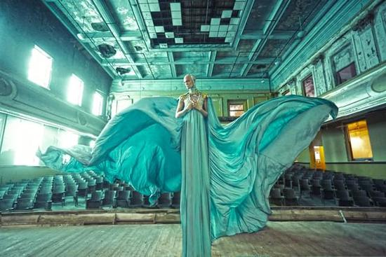『摄影师』Karen Jerzyk:以废墟为背景拍摄黑暗风奇幻人像作品