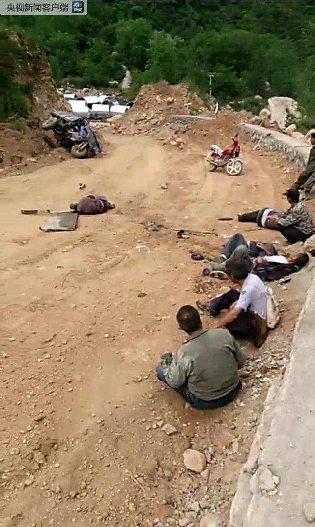 河北阜平县发生一起三轮车侧翻事故 已致6死9伤