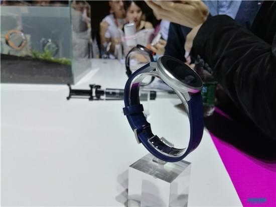 续航持久还防水 荣耀发布首款智能手表S1的照片 - 3