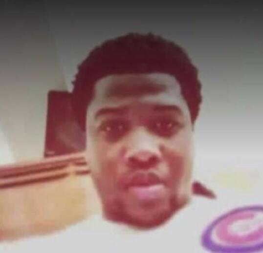 黑人保安追枪手时被警察打死 朋友:他曾梦想做警察