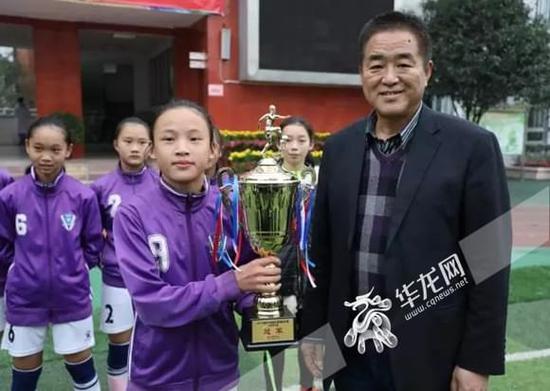 重庆校园足球联赛总决赛打响 石柱团队包揽小学女子组冠亚军