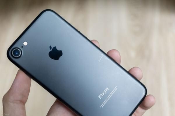 哑光黑和亮黑色iPhone 7划伤后会怎么样?的照片 - 11