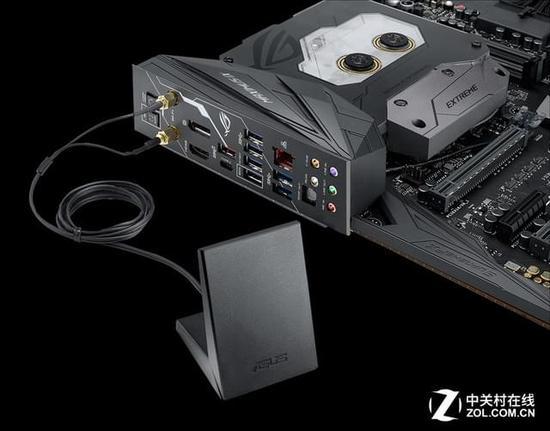 超频三东海X5散热器采用HDT技术,5根6mm纯铜热管直接与CPU紧密接触,保障了热量的及时传导,特殊设计的12厘米狼爪扇叶风扇有很好的散热效果,蓝光效果也可以为玩家带来时尚的体验,PWM智能调速设计使得风扇能够提供更加静音的使用效果,高效的散热能力也可以保障CPU的稳定运行。  超频三东海X5散热器 M7V是浦科特首款TLC产品,采用Marvell 88SS1074B1主控,支持LDPC新一代纠错技术,与东芝高效能15nm TLC闪存,经过长时间调试,它的耐擦写次数可达到2000PE,比其他TLC SS