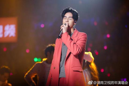 胡一天湖南卫视跨年演唱会表演现场